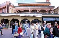 Das Cafe und Restaurant Argana am Jemaa el Fna Platz in der Altstadt von Marrakesch in Marokko in Nordafrika. Urs Flueeler