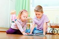 Bruder und Schwester lesen