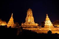 Der Wat Ratburana Tempel in der Tempelstadt Ayutthaya noerdlich von Bangkok in Thailand.