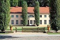 Schloß Paretz bei Ketzin im Havelland wurde ab 1797 von David Gilly für den preußischen König Friedrich Wilhelm III. und seine volkstümliche Gemahlin ...