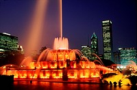 Buckingham Fountain at night _ Chicago