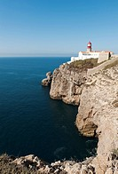 Portugal, Algarve, Sagres, Lighthouse on cliff at Atlantic ocean
