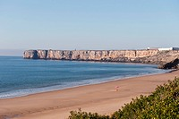 Portugal, Algarve, Sagres, View of beach with cliff