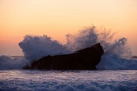 Portugal, Algarve, Sagres, View of Atlantic ocean with breaking waves at sunset