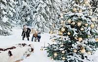 Austria, Salzburg County, Family celebrating christmas in snow (thumbnail)