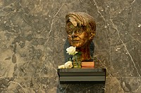Bronze bust of Sophie Scholl by Nikolai Tregor, White Rose memorial, opponent of the Third Reich, Lichthof, atrium of the LMU, Ludwig Maximilian Unive...