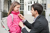 Man talking to his daughter (thumbnail)
