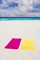 Mexico, Quintana Roo, Yucatan Peninsula, Cancun, Towels on beach