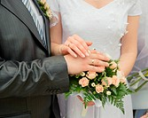 Hands of a newly_married couple