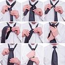 Schritt für Schritt wird eine Windsorknoten an einer Krawatte von zwei Händne gebunden