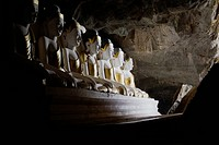 Rows of Buddha statues in Kawgoon cave, Hpa_An, Burma