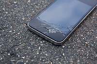 Detail of a smart phone with a cracked screen (thumbnail)