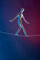 An artist´s figure walking a tightrope