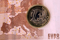 Detail of a ten Euro banknote with a one Euro coin on top of it (thumbnail)