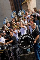 Schweiz, Basel, Barfüsserplatz, Guggenmusiker, Kapelle Mohrekopf