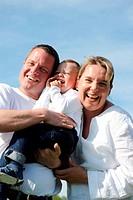 Glücklich lachende Familie