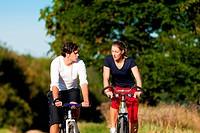 Mann und Frau beim Sport
