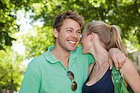 Germany, North Rhine Westphalia, Duesseldorf, Couple smiling