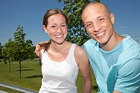 Germany, North_Rhine_Westphalia, Duesseldorf, Young couple smiling, portrait