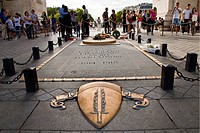 fiamma eterna per i caduti in guerra, arc de triomphe, parigi, ile de france, francia