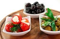 gefüllte Peperoni und Oliven
