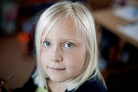 Portrait of happy young girl 8-9 (thumbnail)