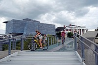 Pedestrian bridge over Tennessee River, Hunter Art Museum Chattanooga TN