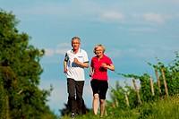 Älteres Paar beim Joggen