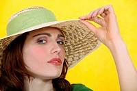 Woman wearing a wide_brimmed hat