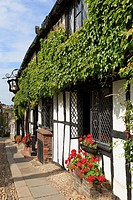 Mermaid Street, Rye, East Sussex, England, UK, Britain, Europe  The 15th century timbered Mermaid Inn a quaint old pub in historic Cinque Port town  O...