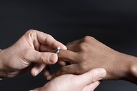 Man putting a wedding ring on a woman´s finger