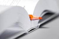 Školní potøeby pro žáky prvních tøíd Pastelka, slabikáø, èítanka, kniha, uèebnice, písmena, písmo, èetba, ètení, psaní, abeceda ___School supplies for...