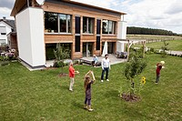 Germany, Bavaria, Nuremberg, Family playing in garden (thumbnail)