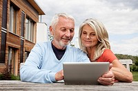 Germany, Bavaria, Nuremberg, Senior couple using digital tablet
