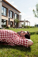 Germany, Bavaria, Nuremberg, Mature man resting in garden