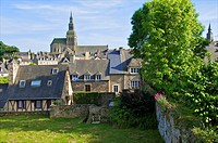 Old town houses and gardens, city walls, and St Sauveur Basilica, Dinan, Cotes d'Armor 22, Brittany, France
