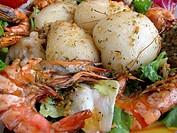 Fischplatte mit Titenfisch und Garnelen