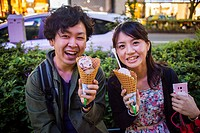 Couple eating Ben & Jerry´s ice cream, in Omotesando street  Tokyo  Japan