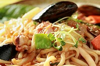 Close_up of fried noodle with mussel