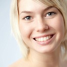 Portrait of young woman, smiling, close_up