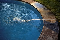 Filling a pool with a hosepipe