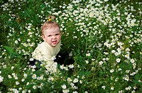 Baby_girl with white flowers