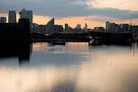 canary wharf silhouette