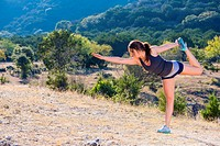 USA, Texas Young woman stretching