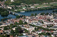 THE TOWN OF VERNoN ON THE BANKS OF THE SEINE, EURE 27, NoRMANDY FRANCE