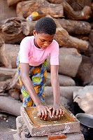 African kitchen _ chili grinding, Togo.