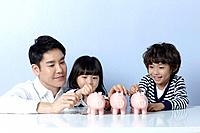 a father helping kids to save money