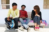 International communication: two Indian men with Italian woman. Pushkar, Rajasthan, India