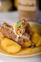 Walnut cake and caramelized apple slices