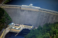 View of the Hohenwarte reservoir and the Hohenwarte Dam in Hohenwarte in the district Saalfeld-Rudolstadt, in Thuringia, Germany. Operator is the Vatt...